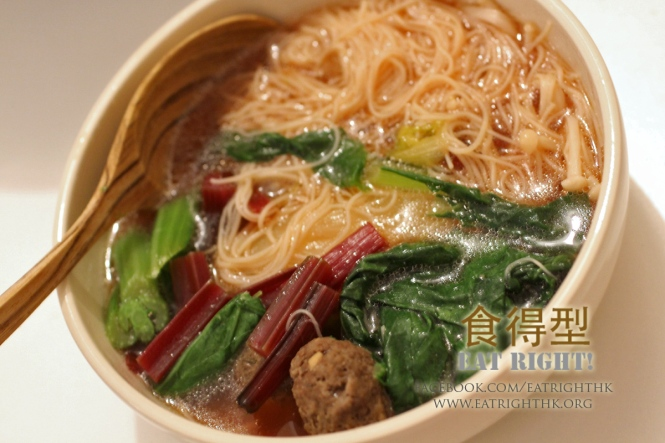 Rice noodles with meatballs - © www.eatrighthk.org